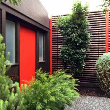 Horizontal-backyard-designs-bamboo-fence