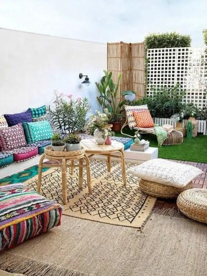 Modern-bohemian-garden-design-for-small-backyard
