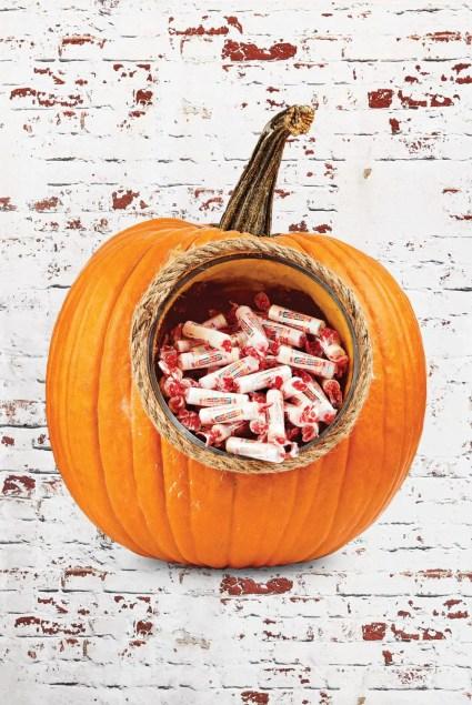 Pumpkin-carving-ideas-candy-dispenser-1570561753
