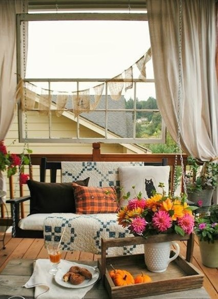 Simple-balcony-design-from-thanksgiving-to-halloween