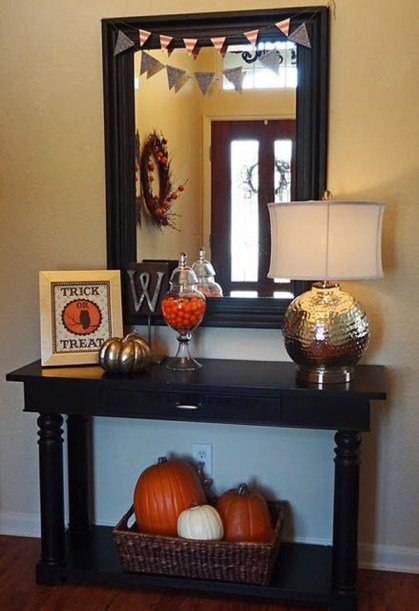 Small-halloween-entryway-ideas-with-pumpkins