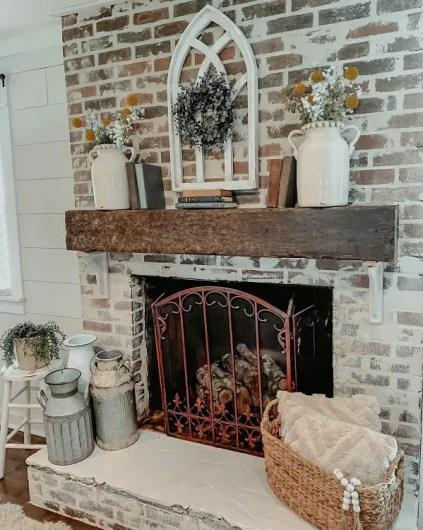 Woods-and-whites-mantel-decor-ideas-farmhouse905