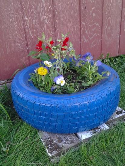 07-repurposed-garden-container-ideas-homebnc