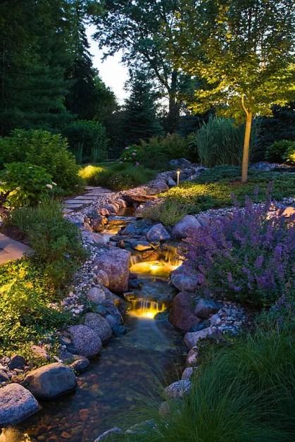 1-Garten-Fluss-mit-Unterwasserbeleuchtung
