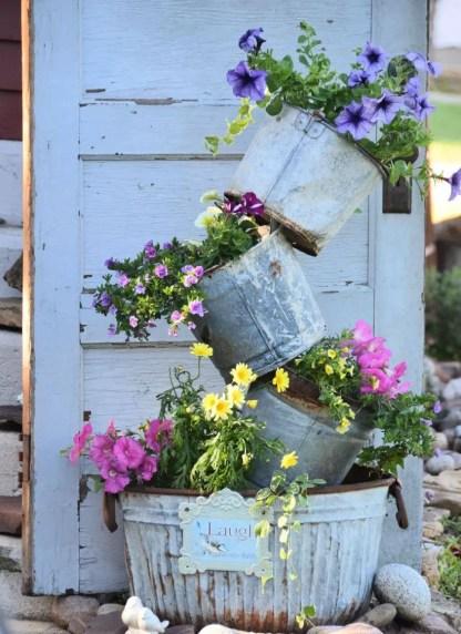 Flowers-on-vintage-pots-designed-creatively-88284