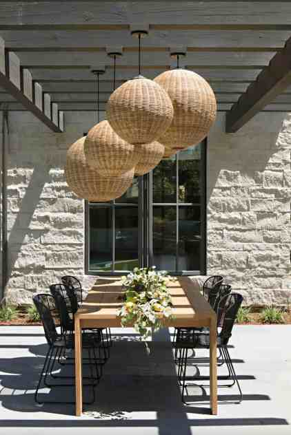 Incredible-outdoor-dining-spaces-01-1-kindesign
