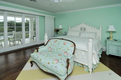 Pastel-and-soft-colors-for-perfect-relaxation-atmosphere-in-your-bedroom-18-620x412-1