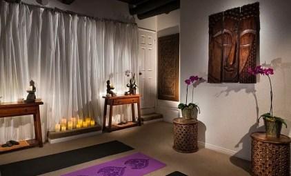 Nutze-den-Meditationsraum-als-cooles-Yoga-Studio-wie-auch