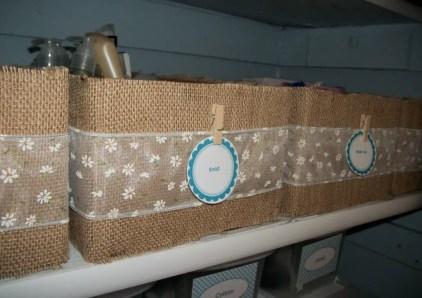Sackleinen-verpackte-Boxen-bei-Einsparung-4-sechs
