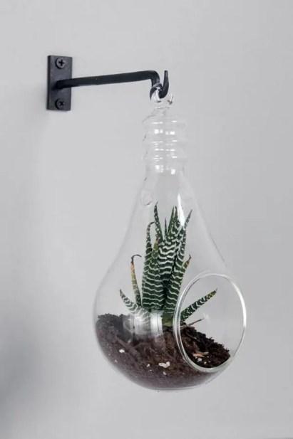 Diy-decoration-from-bulbs-120-craft-ideas-for-old-light-bulbs-46-566