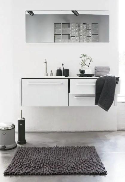 Stylish-and-laconic-minimalist-bathroom-decor-ideas-16