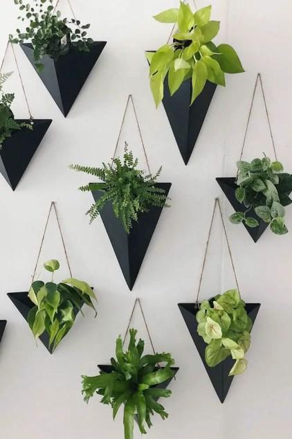 Wand-Pflanzgefäße-schwarz-Wandleuchten-dreieckig