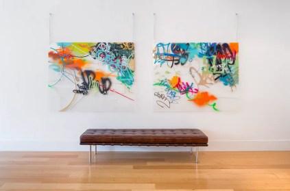 Gerahmte-Kunstwerke-bringen-den-Graffiti-Charme