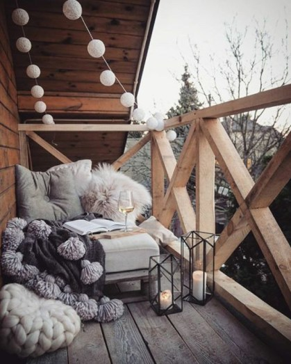 Wooden-balcony-deck-for-winter