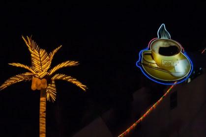 Neón muy visible en la noche de Marrakech. Es la toma original, sin ningún fotomontaje en Photoshop. © mateoht 1990-2013 - http://lafotodeldia.net