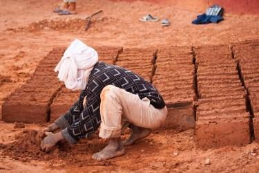 Trabajando en una Casbah en Argelia. © mateoht 1990-2013 - http://lafotodeldia.net