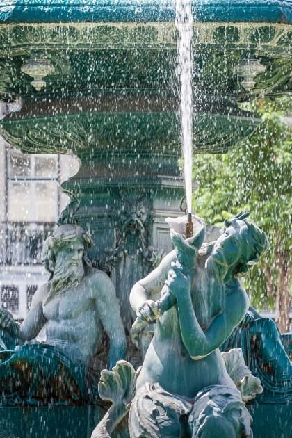 Fuente en una plaza de París. © mateoht 1990-2013 - http://lafotodeldia.net