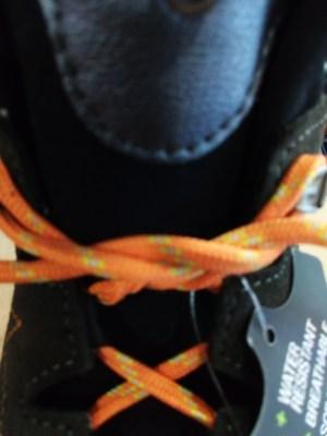 como atarse las botas y evitar rozaduras en los talones paso 3