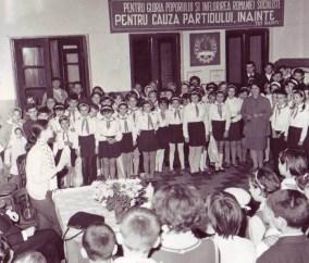1979_Serata la Scoala nr. 36 Bucuresti - intalnire cu actrita Irina Patrescu de la Teatrul Mic