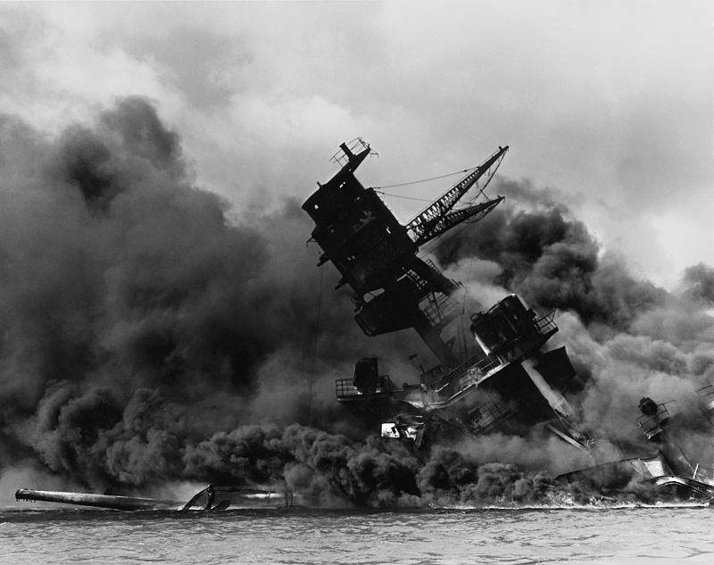 800px-The_USS_Arizona_(BB-39)_burning_after_the_Japanese_attack_on_Pearl_Harbor_-_NARA_195617_-_Edit