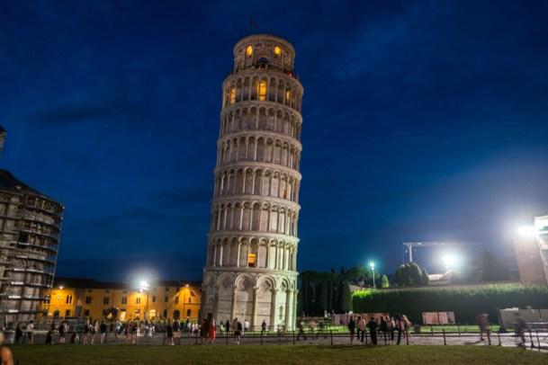 Turnul-din-Pisa-noaptea-Pisa-Tower-in-the-night-2015