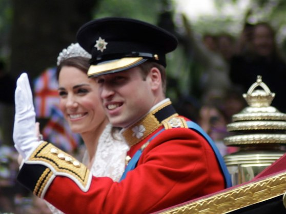 800px-All_smiles_Wedding_of_Prince_William_of_Wales_and_Kate_Middleton