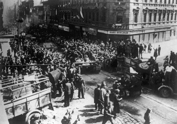 Prague_liberation_1945_tanks_barricades