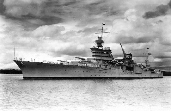 USS_Indianapolis_(CA-35)_at_Pearl_Harbor,_circa_in_1937_(NH_53230)