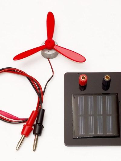 Panou solar, cu motor si elice