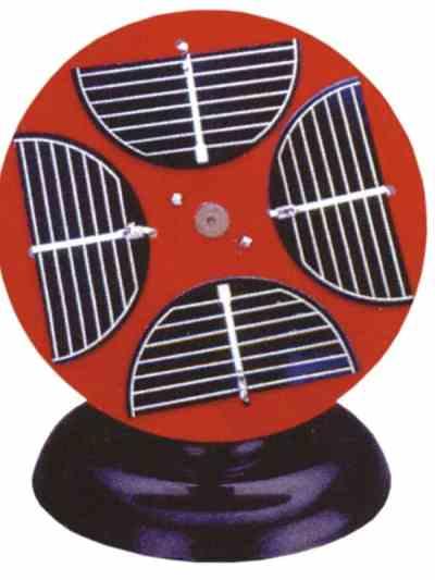 Panou solar cuplat cu motor electric, pe suport