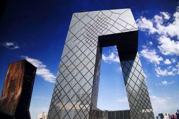 "alt=""architettura-forme-decostruite-rem-koolhaas-cctv-pechino"""