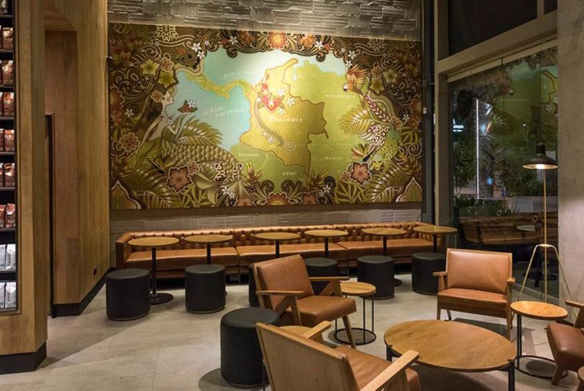 """alt=""""Interno di Starbucks Medellin - progetto di Perceptual interior design - Colombia"""""""