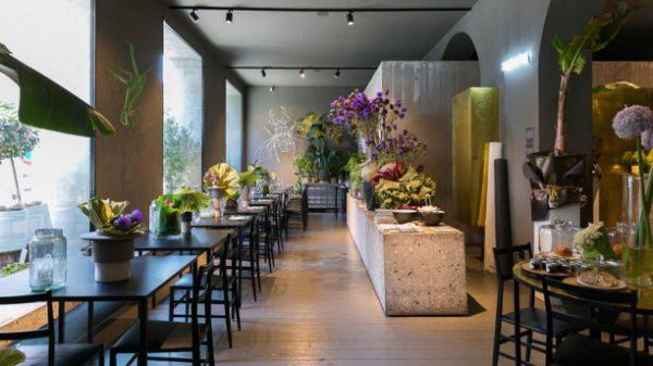 "alt=""flowerdesign-flowershop-retaildesign-potafiori-rosalbapiccinni-cantafiorista-milano-negoziofiori-ristorante-caffetteria"""