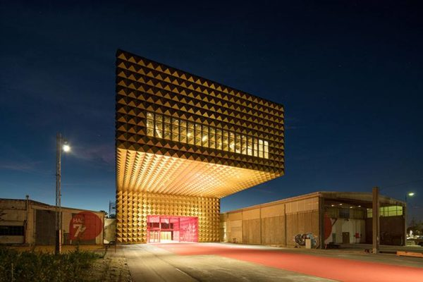 """alt=""""architetturaedesignsitingonod'oro-architettura-kuwait-gioielleriaoctium-jaimehayon"""""""