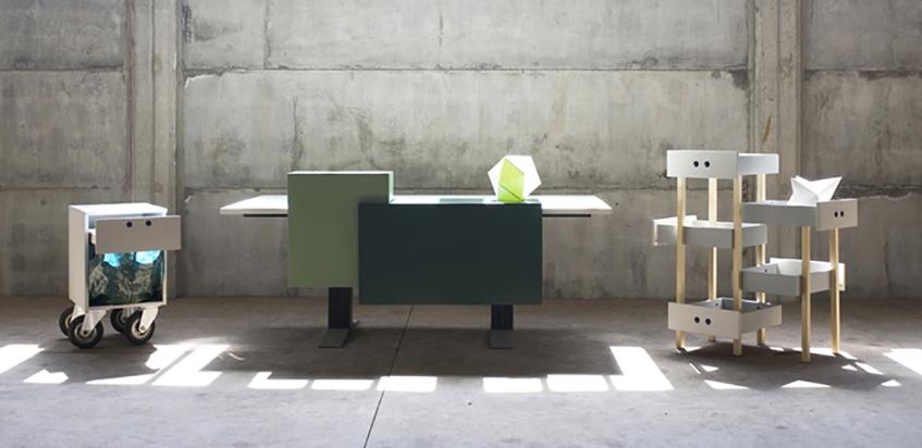 """alt=""""Riuso e riciclo -Sostenibilità ambientale - Studio Sovrappensiero - Manerba - Office design - Panca - Cestino per la carta - Scrivania pannellata - Cassettiera sospesa"""""""