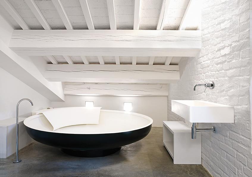 "alt=""Un bagno di benessere - Agape vasca Ufo"""