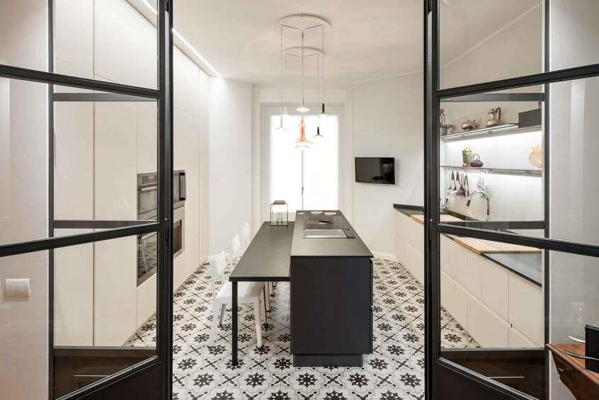 "alt: materialiedesign-porte-pareti-ferro-e-vetro-cucina-cesar-dettaglio"""