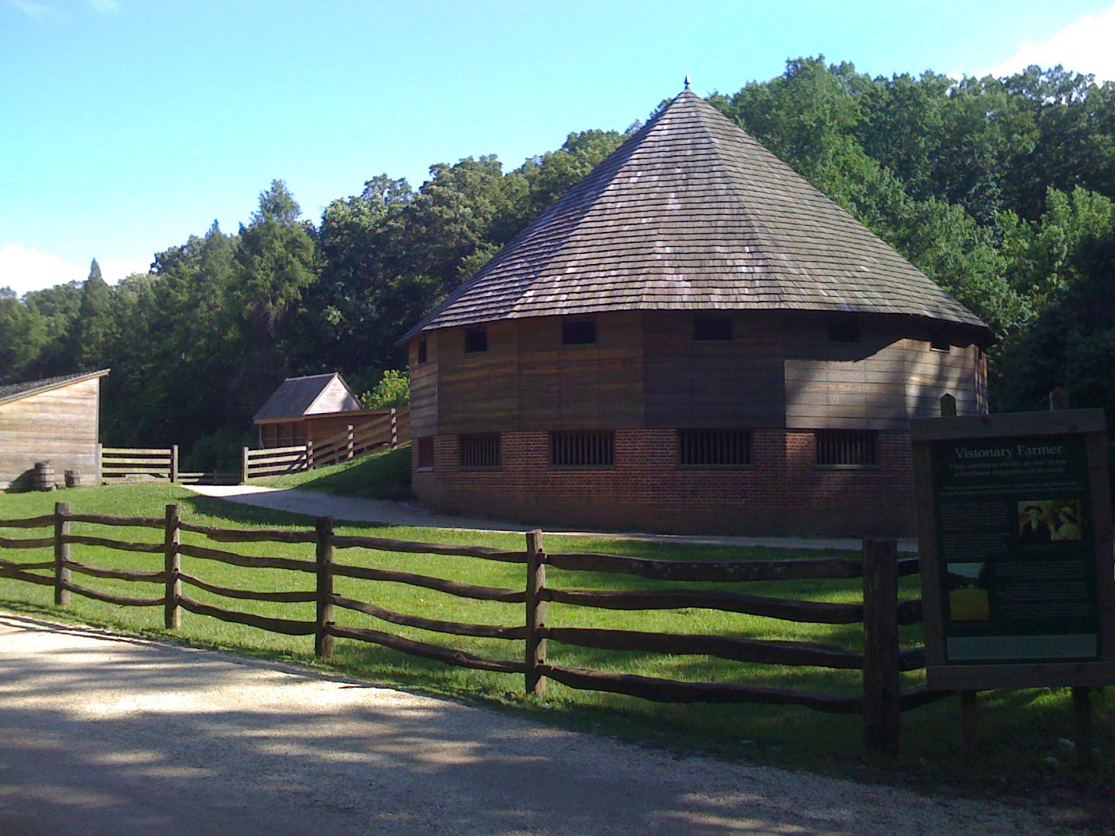 Sixteen-Sided Barn @ Mount Vernon
