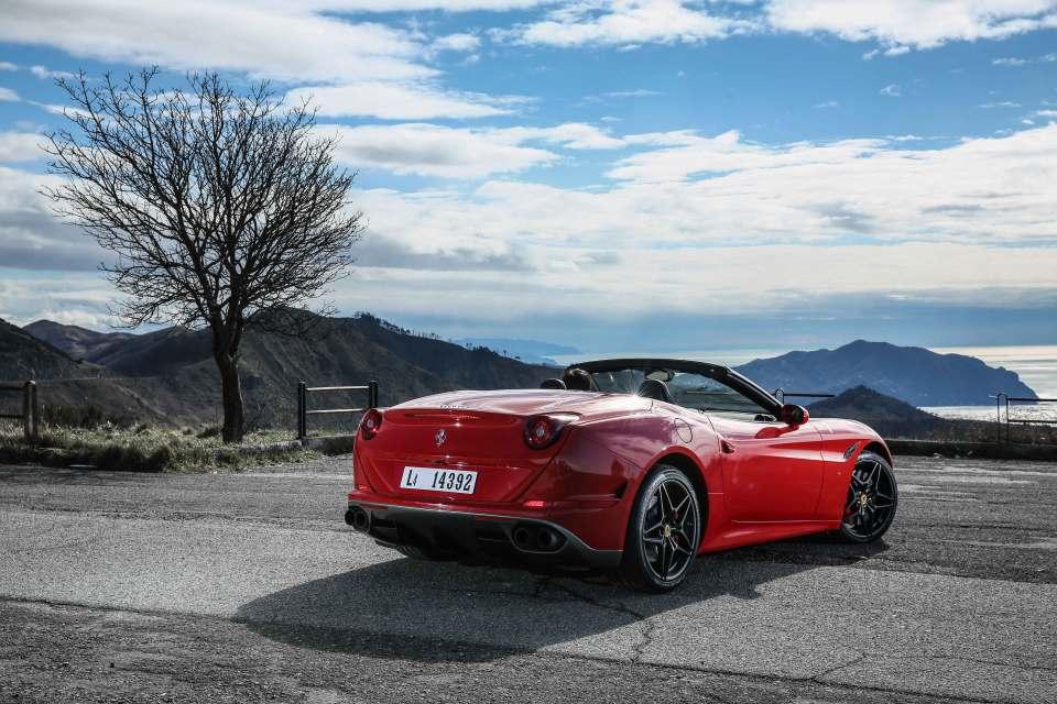 Die schnittigen Proportionen stammen aus den Zeichenfedern des Ferrari Styling Centre in Zusammenarbeit mit Pininfarina.