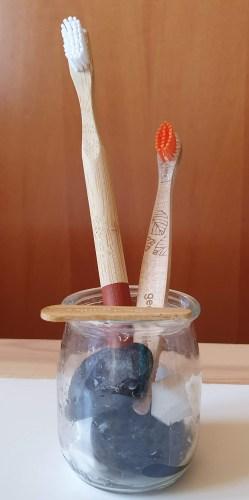 escovas de dentes de bamboo