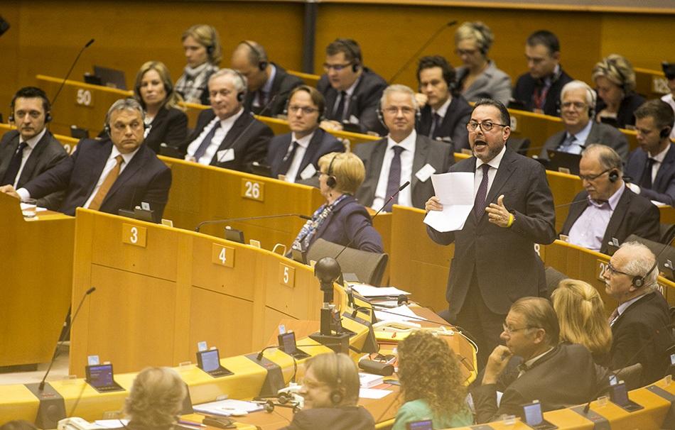Orbán és az okádók