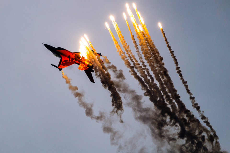 F-16 Demo Team, flares, NATO Days 2013 zdjęcia