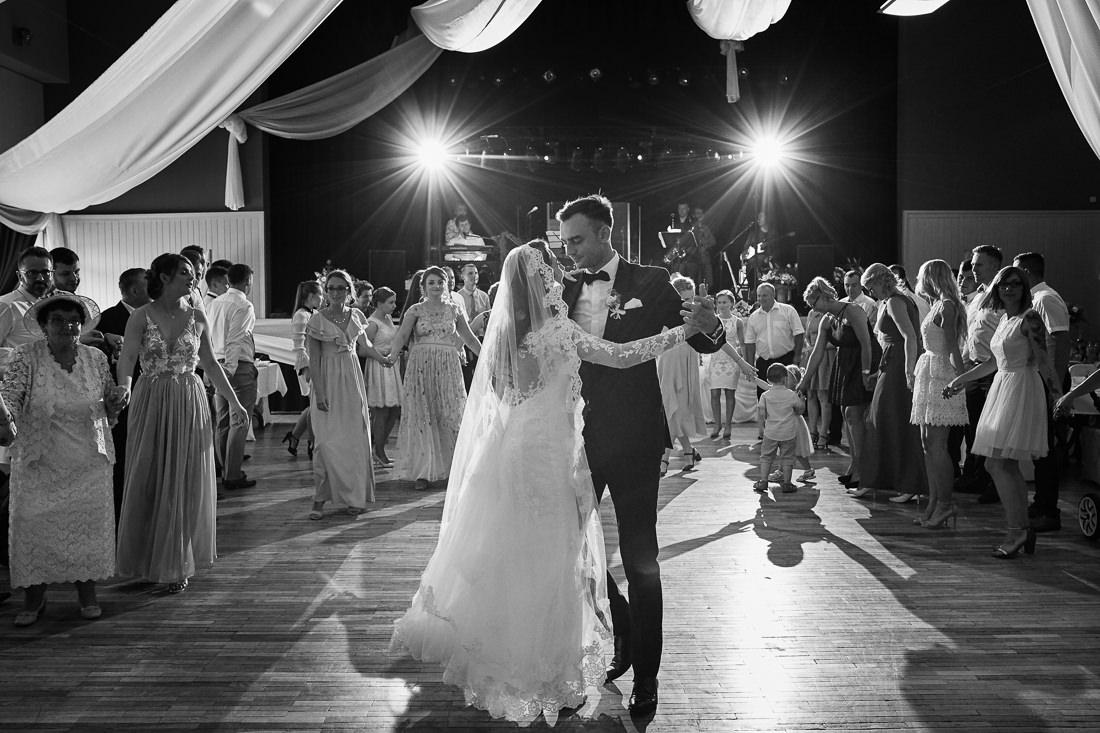 koronkowa suknia ślubna,