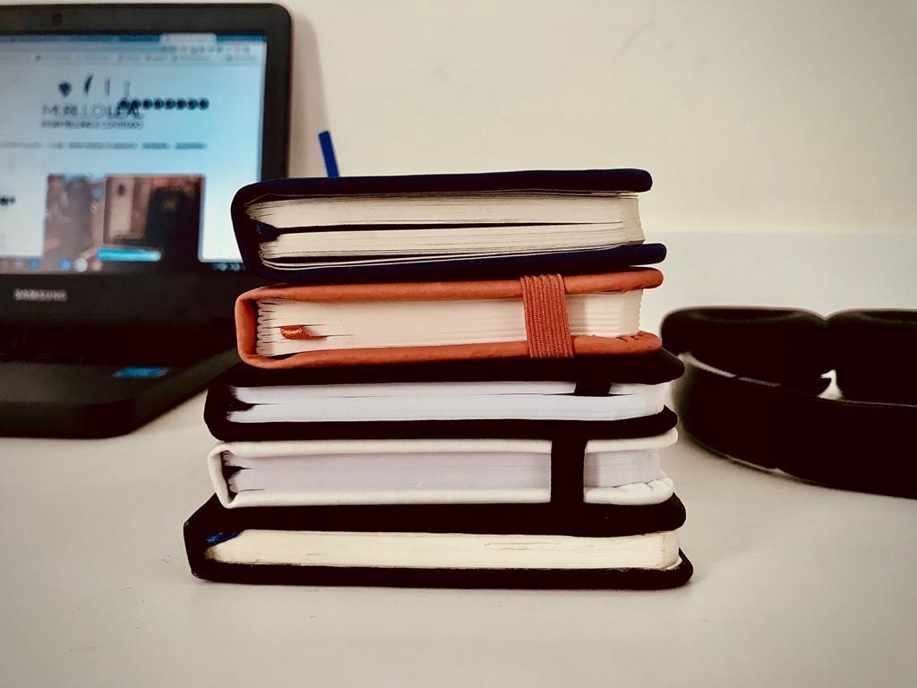 Mais um mês e as perguntas ainda sobram no meu caderninho