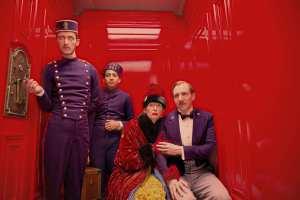 The Grand Budapest Hotel Regisseurs/Director: Wes Andersons Darsteller/Cast: Paul Schlase (Igor), Tony Revolori (Zero Moustafa), Tilda Swinton (Madame D.), Ralph Fiennes (M. Gustave)