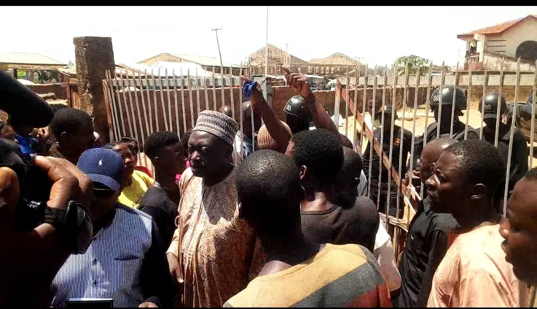 Protest in Jos over a Lebanese Man accused of defiling underage girls, using them for sex tapes www.mathewtegha.com 2