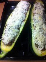 Gefüllte Zucchini mit Hackfleisch, Oliven und Feta