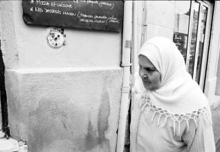 old femme maghrébine in panier