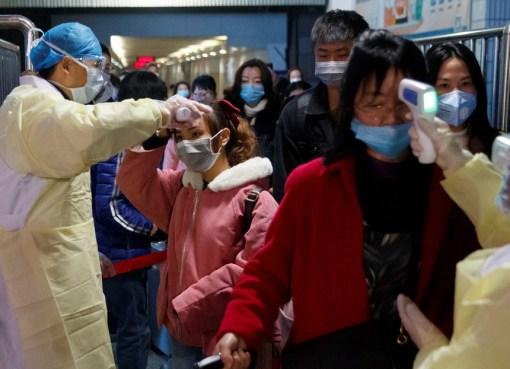 """El director general de la Organización Mundial de Salud, Tedros Adhanom Ghebreyesus, ha anunciado este jueves que la cepa del coronavirus originada en diciembre en Wuhan (China) representa una """"emergencia de salud pública de preocupación internacional"""". El brote de la nueva cepa de coronavirus, que se originó en la ciudad china de Wuhan en diciembre, ha resultado en al menos170muertesen este país asiático. Entre tanto, el número de casos confirmados de infección ha llegadoya a7.711. Al mismo tiempo, haymás de 12.000pacientes sospechosos de portar el virus"""