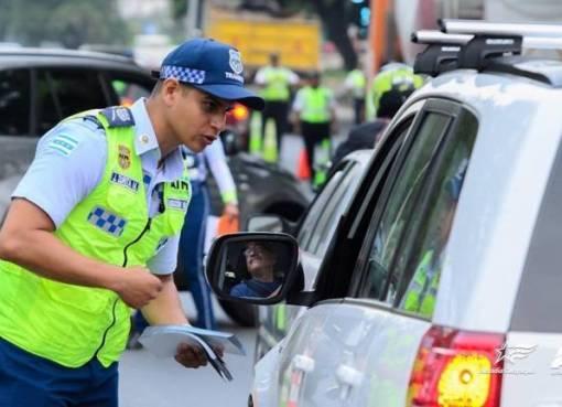 Con el aumento del sueldo básico, el valor de las multas por infracciones de tránsito varió, así lo informó Transvial. EP.